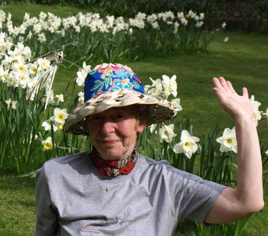 MBJ in hat with daffs